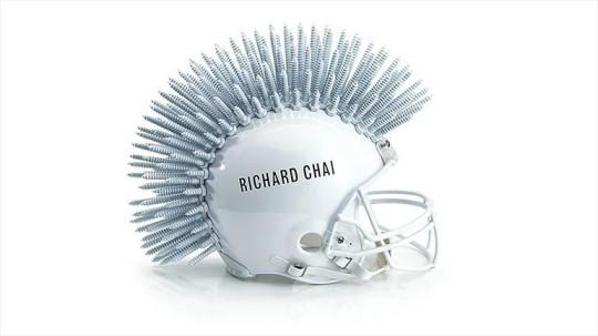 Bloomindales_Super_Bowl_Fashion_Helmet_Quelle_media.bloomindales.com_27