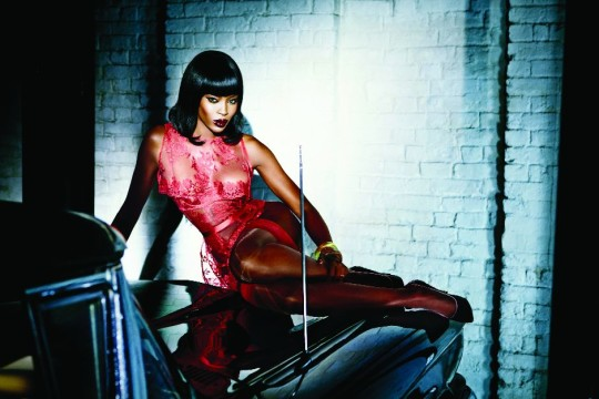 Agent_Provocateur_Naomi_Campell_Kampagne_Honney