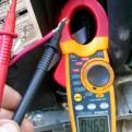 Medición de voltaje sobre cables de compresor