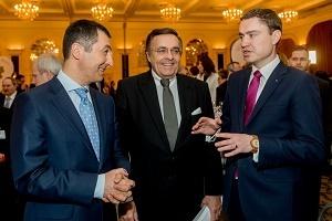 Foto Cem Özdemir, Mario Ohoven und Taavi Roivas (Foto: obs/BVMW/Christian Kruppa)