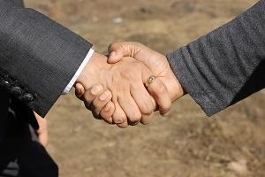 Generationswechsel Handschlag Bild