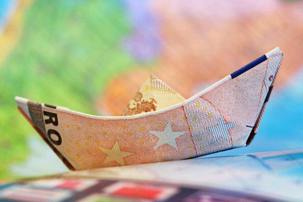 Überbrückungshilfe Corona Euro Geld Foto