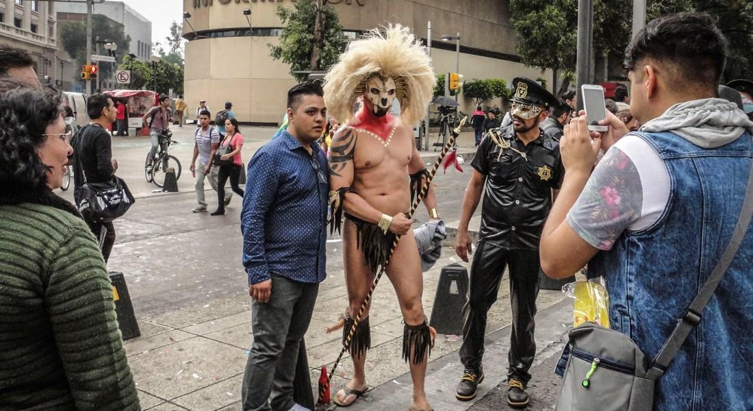 Celebrando la diversidad. Fotografía de Francisco y Camaxtli, vendedores de Mi Valedor.
