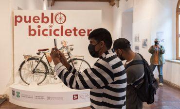 Visita a la exposición Pueblo bicicletero en la Casa de cultura de Azcapotzalco