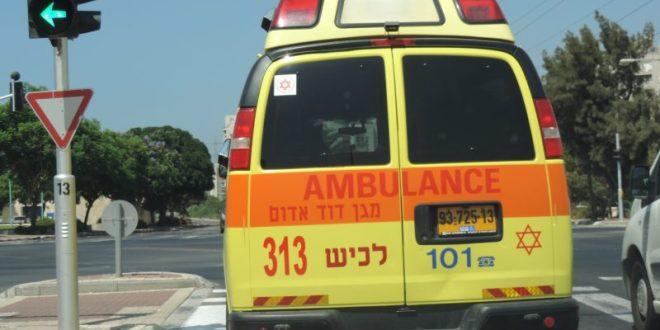 אשקלון: 3 בני אדם נפלו לבור שנפער כתוצאה מפיצוץ מים, מצבם קל
