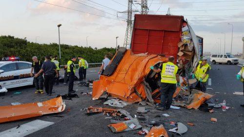 WhatsApp-Image-2018-05-15-at-10.36.46-500x281 צעיר בן 26 נהרג הבוקר בהתנגשות משאיות בכביש 20