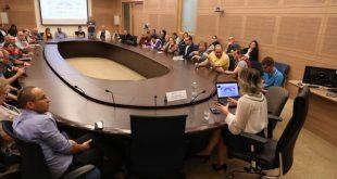 """מאות מבקרים נחשפו אל """"מאחורי הקלעים"""" של משכן הכנסת"""
