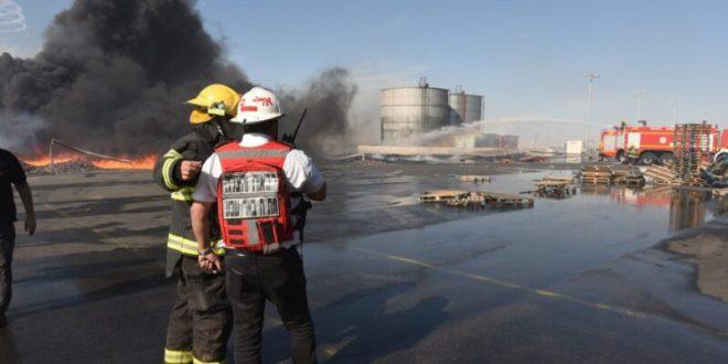 צוותי כיבוי פועלים בשריפה במפעל קרגל באזור התעשייה להבים