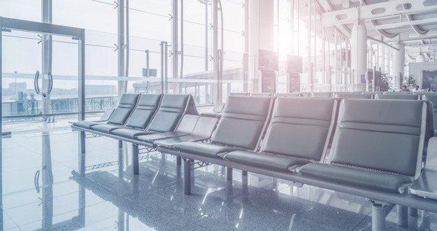 """משרד הבריאות מבהיר: חובת עטיית מסיכה חלה על טסים ומחוייבי בידוד בנתב""""ג"""