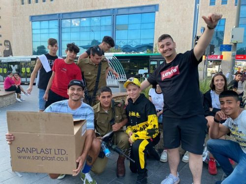 -דרור-מחלק-פסטה-לחיילים-צילום-ליאו--500x375 שיא גינס ישראלי חדש: קערת הפסטה הגדולה ביותר בעולם
