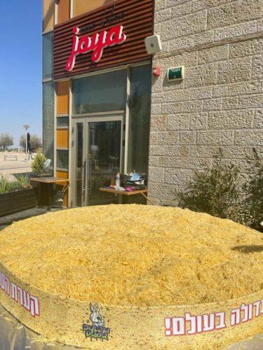-הספגטי-הגדולה-בעולם-צילום-ליאו-4-375x500 שיא גינס ישראלי חדש: קערת הפסטה הגדולה ביותר בעולם
