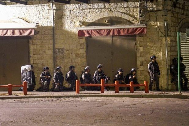 """1620774668_93_המשטרה-מאות-שוטרים-ולוחמי-מגב-פרוסים-בעיר-לוד-בעקבות-אירועי המשטרה: מאות שוטרים ולוחמי מג""""ב פרוסים בעיר לוד בעקבות אירועי האלימות הקשים המ..."""