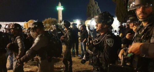 WhatsApp-Image-2021-05-08-at-02.57.58-500x236 זירת קרב בהר הבית: 205 פלסטינים ו-17 שוטרים נפצעו בעימותים