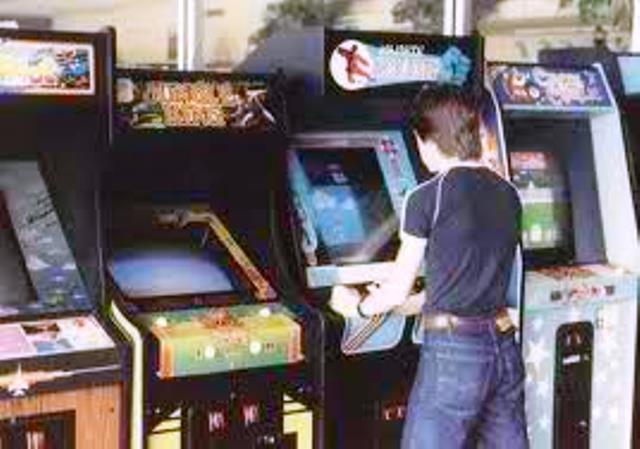 "Pacman, Tetris, Arcanoid και άλλα παιχνίδια που μας ""έτρωγαν"" τα δεκάρικα. Οι ξερόλες, οι τζαμπατζήδες και οι άλλες ""φυλές"" που σύχναζαν στα ""ουφάδικα"""