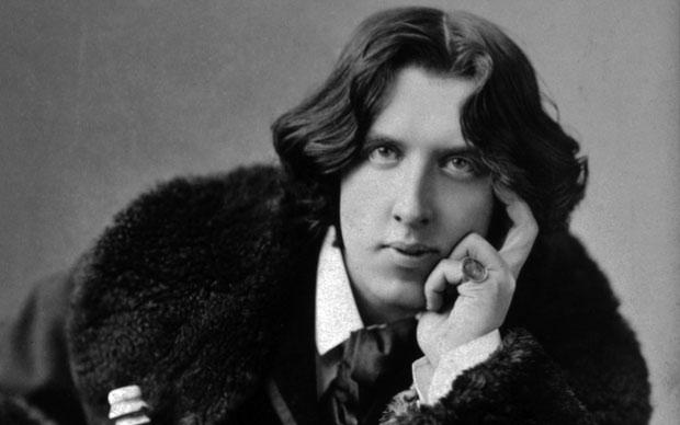 Ο Όσκαρ Γουάιλντ καταδικάστηκε σε καταναγκαστικά έργα για ομοφυλοφιλία και σοδομισμό. Υπερασπίστηκε το «Πορτραίτο του Ντόριαν Γκρέι», αλλά πέθανε ταπεινωμένος και πάμφτωχος