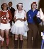 Πράκτορες ντυμένοι μπαλαρίνες και μαμάκηδες, με περουκίνια, ψεύτικα μουστάκια και ευφάνταστες στολές. Στα αρχεία της Στάζι οι φωτογραφίες από εφηβικά δωμάτια με αφίσες της Μαντόνα ήταν στοιχεία φιλοδυτικής συμπεριφοράς