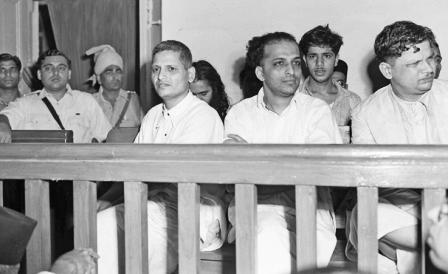 Ο δολοφόνος του Γκάντι καταδικάστηκε σε θάνατο
