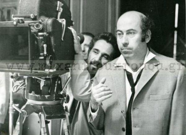 Ο Θανάσης Βέγγος και ο σκηνοθέτης Ντίνος Κατσουρίδης στα γυρίσματα μίας από τις πολλές ταινίες που έκαναν μαζί