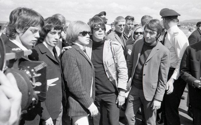 Η επίθεση του Φρέντυ Γερμανού, του Δ.Ψαθά και του αστυνομικού διευθυντή στους Rolling Stones. Τα ειρωνικά σχόλια και η αποστομωτική απάντηση του Τζάγκερ