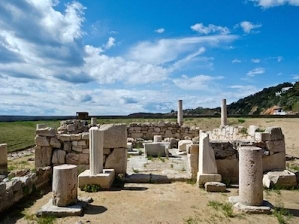 Ο ναός του Απόλλωνσ στη Βουλιαγμένη