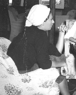 , η Σοφία Λόρεν και ο Άλαν Λαντ στο σαλόνι του «Νεράιδα», όταν γυριζόταν στην Ύδρα η ταινία «Το παιδί και το δελφίνι».