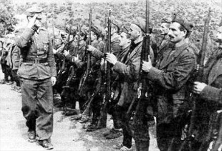"""Η σφαγή στο χωριό Παραμυθιά από τους Τσάμηδες και η μάχη του Ναπολέοντα Ζέρβα εναντίον τους. Συγκλονιστικές μαρτυρίες της σφαγής στη """"ΜτΧ"""" (βίντεο)"""
