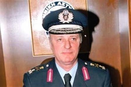 Σύμφωνα με την εκτίμηση του αρχηγού της αστυνομίας Αθ. Βασιλόπουλου, η χειροβομβίδα ήταν ψεύτικη