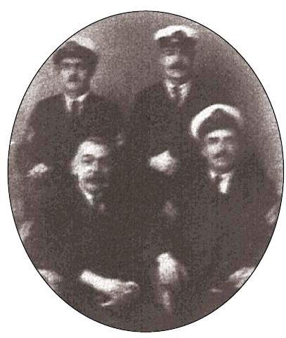 Νικόλας Νικολάγιεβιτς Φιλοσοφόφ αποτελεί υπαρκτό πρόσωπο. Ναύαρχος του ρωσσικού ναυτικού, διέπρεψε για τις στρατιωτικές του ικανότητες και τις ανθρωπιστικές του πράξεις, με κορυφαία τη διάσωση των επιζώντων του ναυαγίου του 1908, το οποίο αφορούσε το φημισμένο υπερωκεάνειο «Ιμπερατρίτσε», των Αυστροουγγρικών Λόιδ.