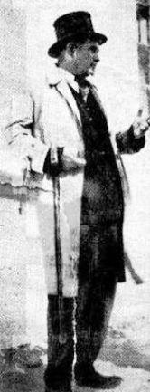 Ο Αρμάνδος Δελαπατρίδης όπως συνήθιζε να κυκλοφορεί στους δρόμους της Αθήνας