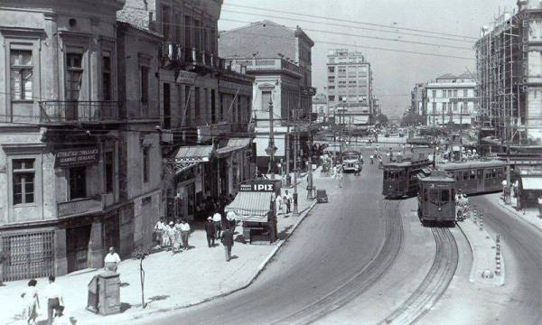 Αθήνα 1950-55. Η οδός Πανεπιστημίου, τα τραμ και η Πλατεία Ομονοίας.
