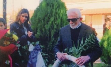 Ο Κώστας Νίτσος καταθέτει στεφάνι στο Βράχο Βιδάλη