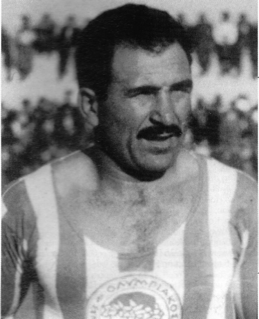"""Ανδρέας Μουράτης, ο «Μιζούρι» του Ολυμπιακού. Χτύπαγε το κεφάλι στις πόρτες για να «εξασκηθεί» στις κεφαλιές! Τον """"έκοψαν"""" από την Εθνική επειδή ξεσήκωσε τους συμπαίκτες του να απαιτήσουν τα πριμ"""