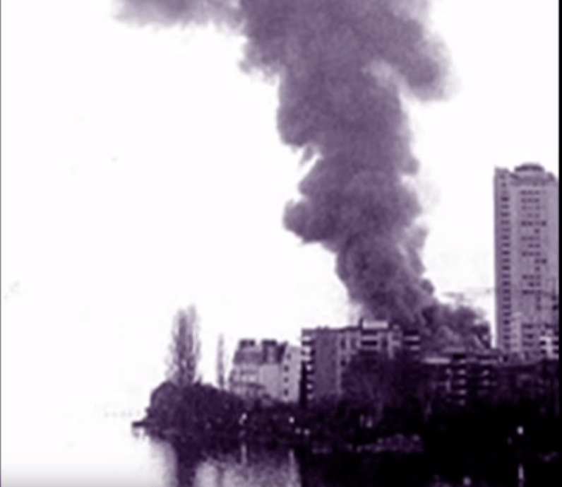 """Ένα καζίνο κάηκε, μια ηχογράφηση ακυρώθηκε και έτσι δημιουργήθηκε ένα επικό τραγούδι. Πώς γράφτηκε το """"Smoke on the Water"""" των """"Deep Purple"""""""