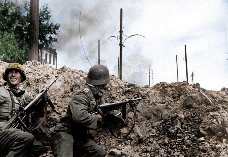 """Η επίθεση στο Στάλινγκραντ. Οι Γερμανοί έδωσαν """"ραντεβού την επόμενη μέρα στην πόλη του Στάλιν"""", που έδωσε διαταγή: """"ούτε βήμα πίσω"""""""