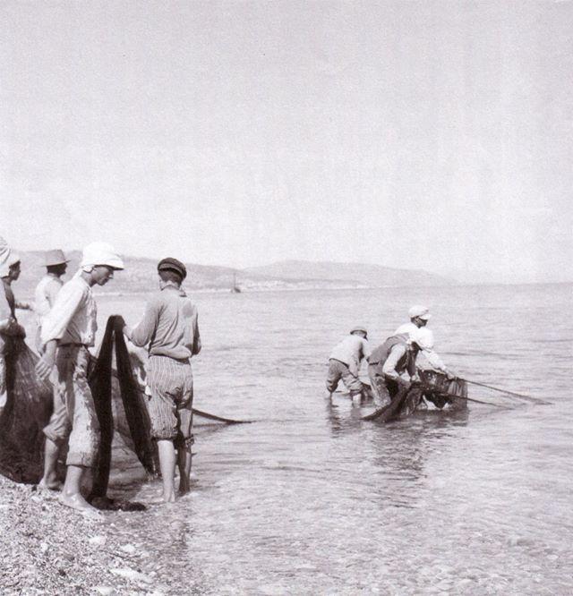 Ψαράδες σε τράτα 1912-1950