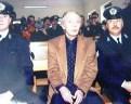 """""""Δεν μετανόησα γιατί δεν εννόησα"""". Η δίκη του Άκη Πάνου, που σκότωσε τον εραστή της κόρης του. Στη δίκη η Ελευθερία ήταν οχτώ μηνών έγκυος στο παιδί του θύματος (βίντεο)"""