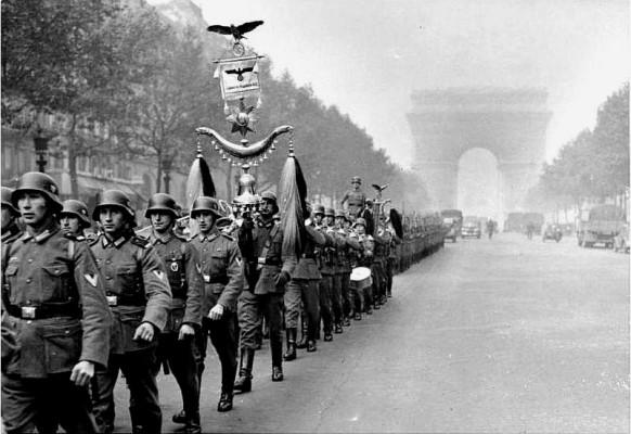 Οι Γερμανοί παρελαύνουν στο Παρίσι