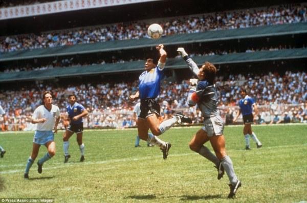 To χέρι του θεού. Το γκολ στον προημιτελικό με την Αγγλία με το χέρι που έμεινε στην ιστορία.