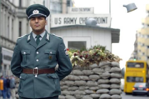 Οι στολές της Λαϊκής Αστυνομίας έμοιαζαν πολύ με τις στολές των Σοβιετικών