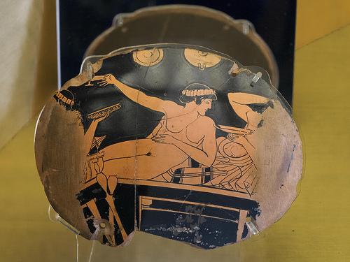 H ερωτική ζωή των γυναικών στην Αρχαία Ελλάδα. Η γυναικεία αυτοϊκανοποίηση, η απομόνωση στο σπίτι, η διαφορά με τις εταίρες