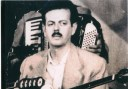 """""""Ουζερί Τσιτσάνης"""". Το μαγαζάκι όπου γράφτηκαν τα μεγαλύτερα λαϊκά τραγούδια του συνθέτη. Οι πελάτες του Τσιτσάνη ήταν από φτωχαδάκια μέχρι μαυραγορίτες και δοσίλογοι"""