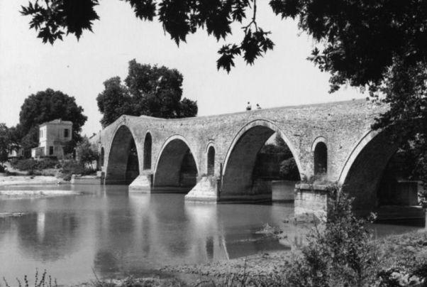Robert A. Mc Cabe, Το γεφύρι της Άρτας (1961)