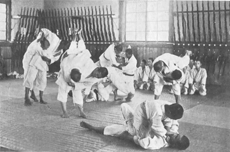 Ζίου Ζίτσου. Η πολεμική τέχνη των Σαμουράι για μάχες σώμα με σώμα. Το χρησιμοποιούσαν για να βγάλουν τους αντιπάλους εκτός μάχης με λαβές. Πώς δημιουργήθηκε το βραζιλιάνικο ζίου ζίτσου