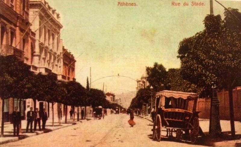 """Η """"λεωφόρος με τις γαζίες"""" και η """"οδός των ακακιών"""" στο κέντρο της Αθήνας, θύμιζαν ευρωπαϊκή μεγαλούπολη. Όταν ξερίζωσαν τα όμορφα δέντρα, άρχισαν και το γκρέμισμα των αρχοντικών (φωτο)"""