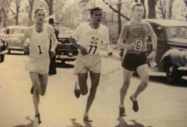Ο Κυριακίδης τρέχει στον Μαραθώνιο της Βοστώνης φορώντας τον αριθμό 77
