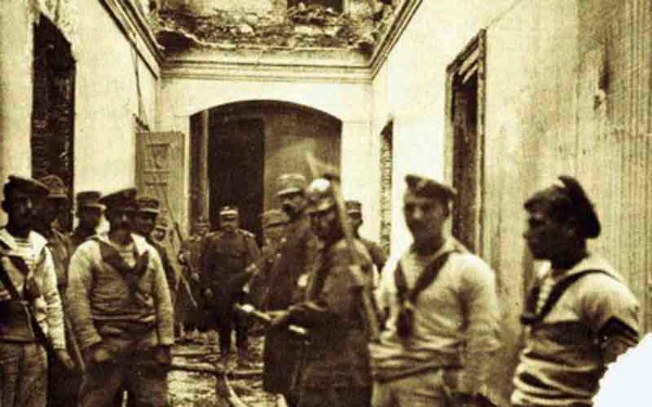 Η δυσκολία αποκατάστασης των μεγάλων ζημιών και οι μετέπειτα οικονομικές και πολιτικές εξελίξεις της χώρας, ανάγκασαν τη Βασιλική οικογένεια να μετακομίσει στο Ανάκτορο του Τατοΐου