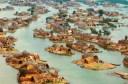 """Η """"Βενετία της Μεσοποταμίας"""". Η πλωτή πολιτεία με τα καλάμια στις εκβολές του Τίγρη και του Ευφράτη. Τη μετέτρεψε σε έρημο ο Σαντάμ Χουσεϊν επειδή έβρισκαν καταφύγιο οι αντιφρονούντες του καθεστώτος"""