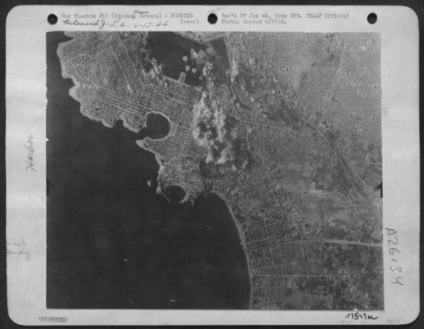 11 Ιανουαρίου 1944. Ο βομβαρδισμός του Πειραιά με Flying Fortresses της 15ης Μοίρας της USAAF.