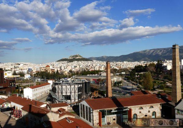 Η Αθήνα από μια διαφορετική οπτική γωνία. Τα κιάλια λειτουργούν με κέρματα από 50 λεπτά έως 2 ευρώ, ανάλογα με την ώρα που θέλει κάποιος να τα χρησιμοποιήσει. Ενα αστείο παιχνίδι είναι να αναζητήσεις να βρεις κιάλια του Λυκαβηττού που κοιτούν εσένα...