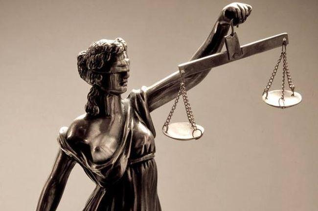 """Γιατί η Θέμις, η θεά της Δικαιοσύνης, είναι τυφλή και κρατά ζυγαριά και σπαθί. Επινόησε τους χρησμούς και ήταν το """"δεξί χέρι"""" του Δία. Γιατί της χρεώνεται ο Τρωικός πόλεμος"""